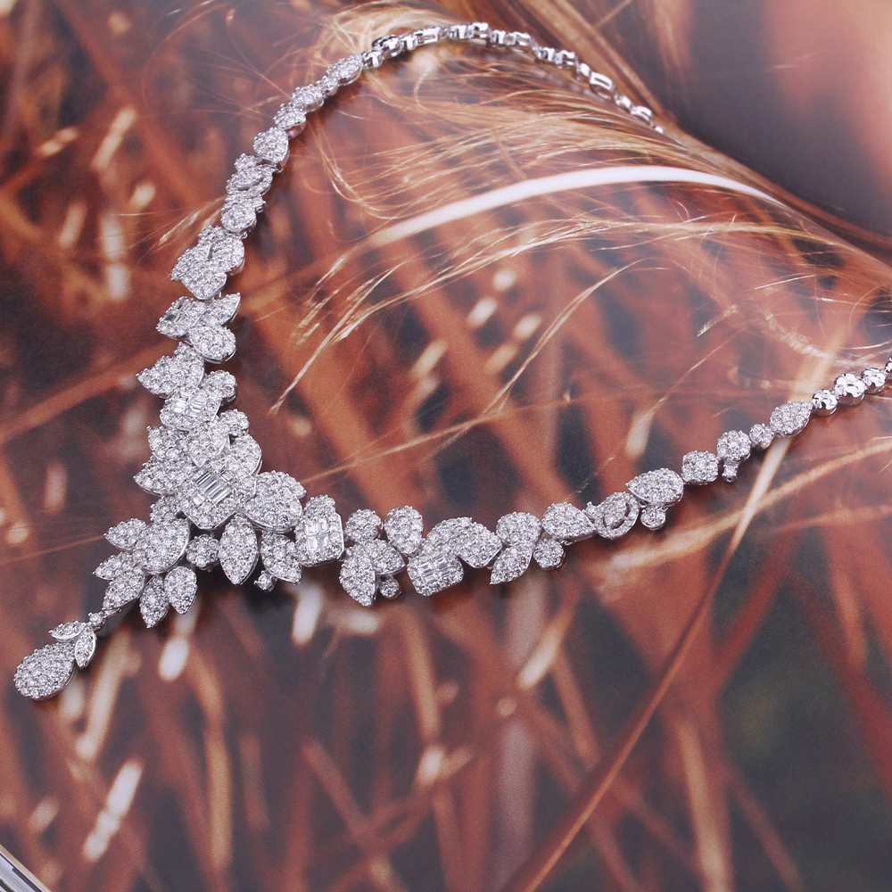 Luxury Diamond Necklace in 18k White Gold