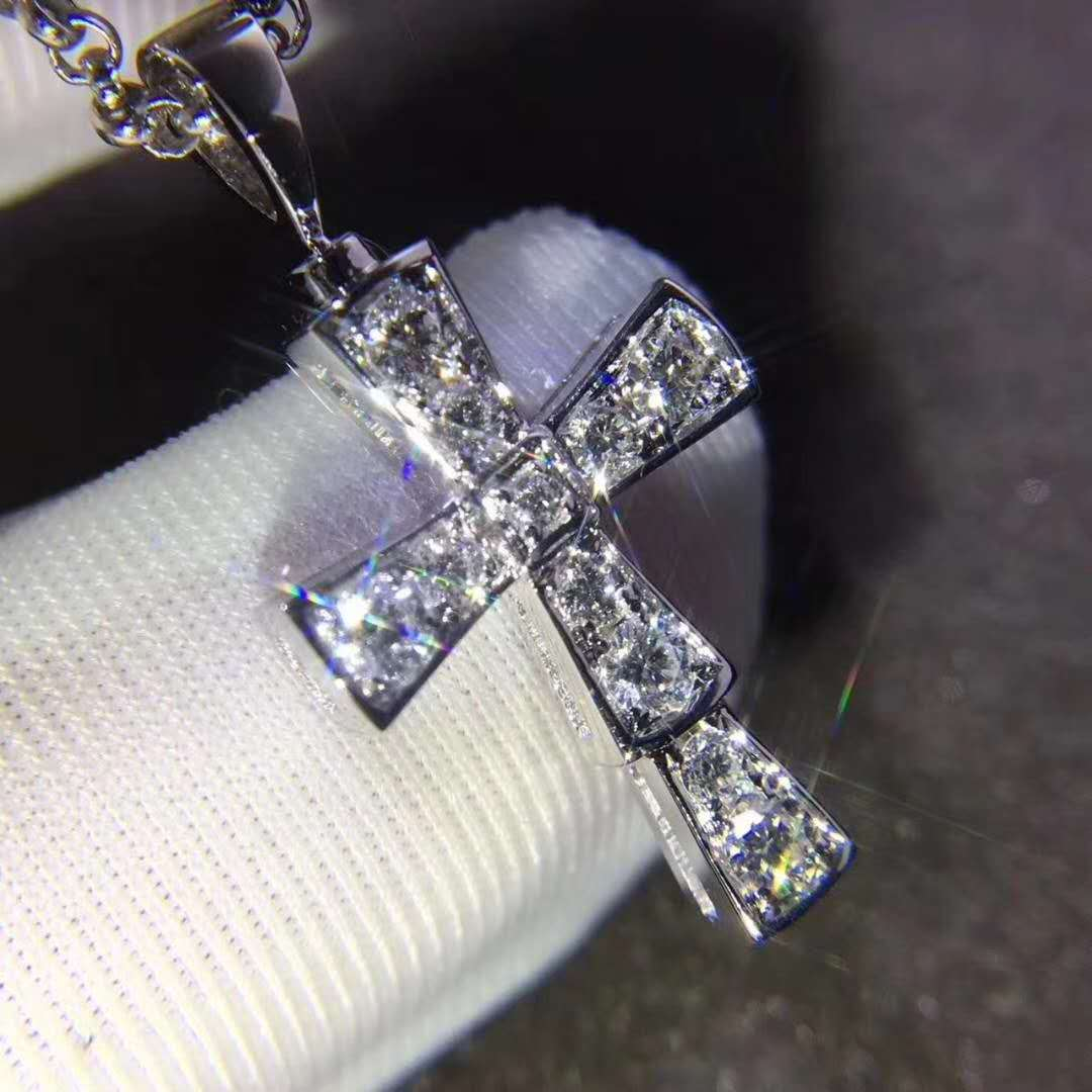 Discount Cross Pendant in 18 kt white gold and pave diamonds