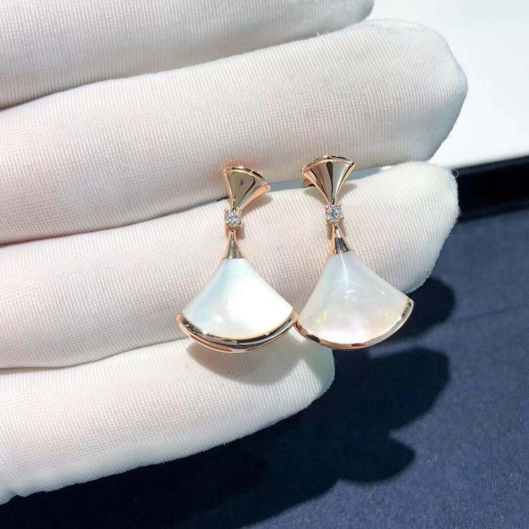 Inspired Bvlgari Divas Dream Earring in 18k Rose Gold Set with Mother of Pearl and Diamonds