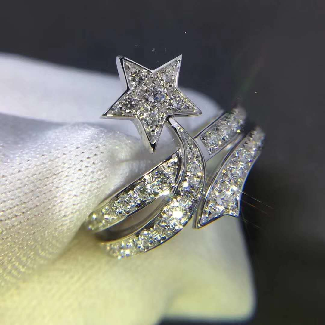 18K White Gold Shooting Star Ring with Diamonds