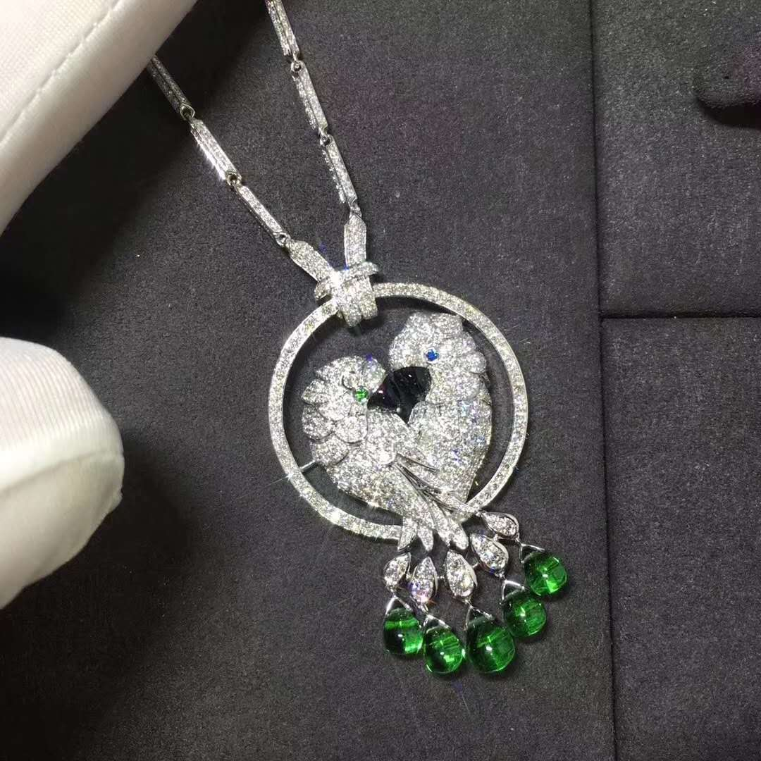 18K WHITE GOLD CARTIER LES OISEAUX LIBÉRÉS NECKLACE WITH DIAMONDS, EMERALDS HP300100