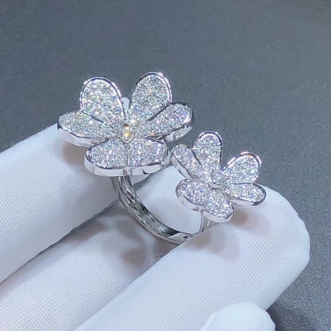VCA Frivole Between the Finger Ring with Pave Diamonds