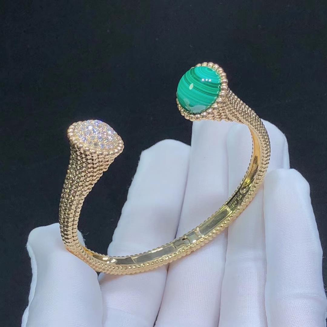 Perlée Couleurs Bracelet in 18k Yellow Gold set with Malachite and Round Diamonds