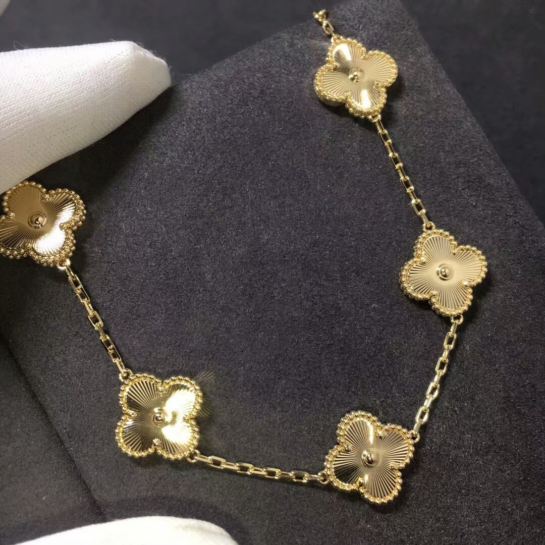 Van Cleef & Arpels Vintage Alhambra Bracelet in 18k Yellow Gold with 5 Motifs VCARP3JK00